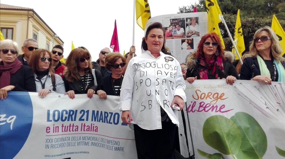 La viuda del carabinero Antonio Marino, en la manifestación contra la mafia en Locri, el 21 de marzo.