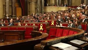Votación en el pleno del Parlament.