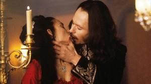 Una imagen de la película Drácula de Bram Stoker (1992), con Gary Oldman y Winona Ryder.