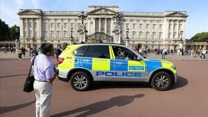 L'home que va ferir dos policies a Londres portava una espasa