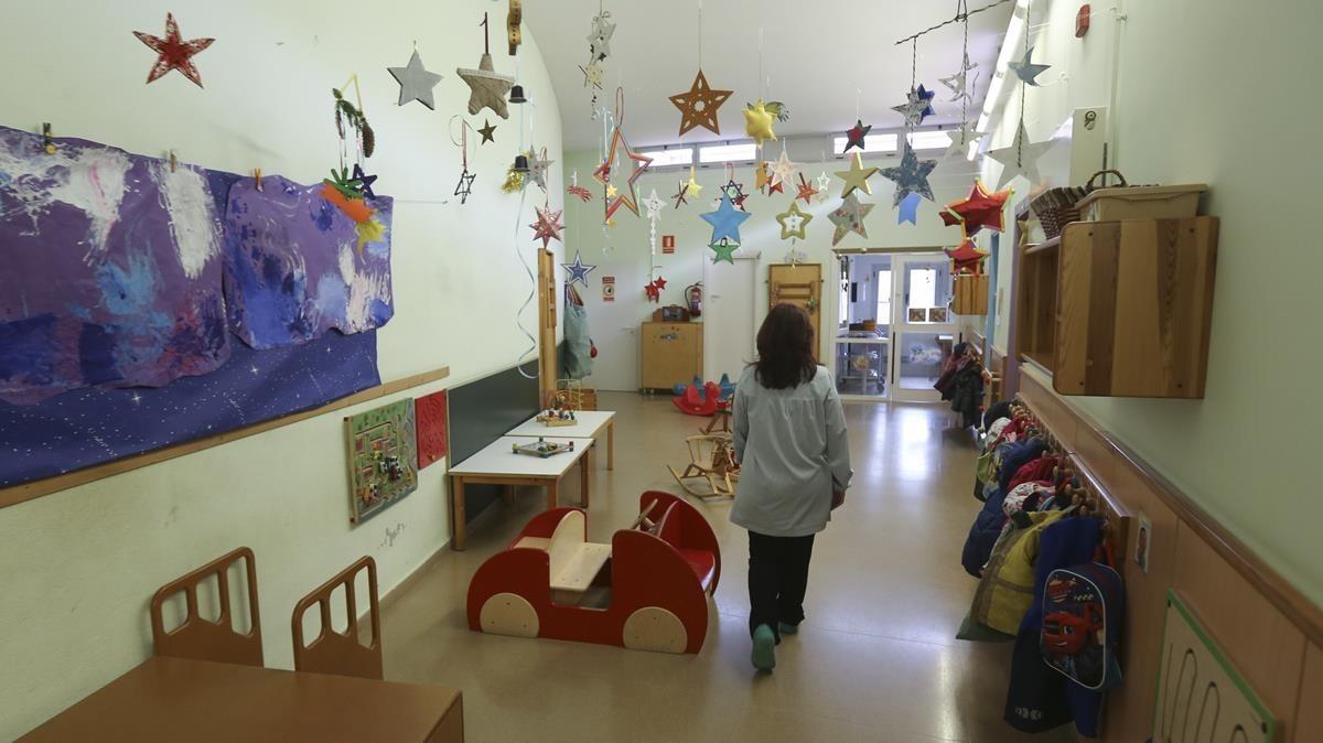 Un niño, en una guardería de Cornellà.