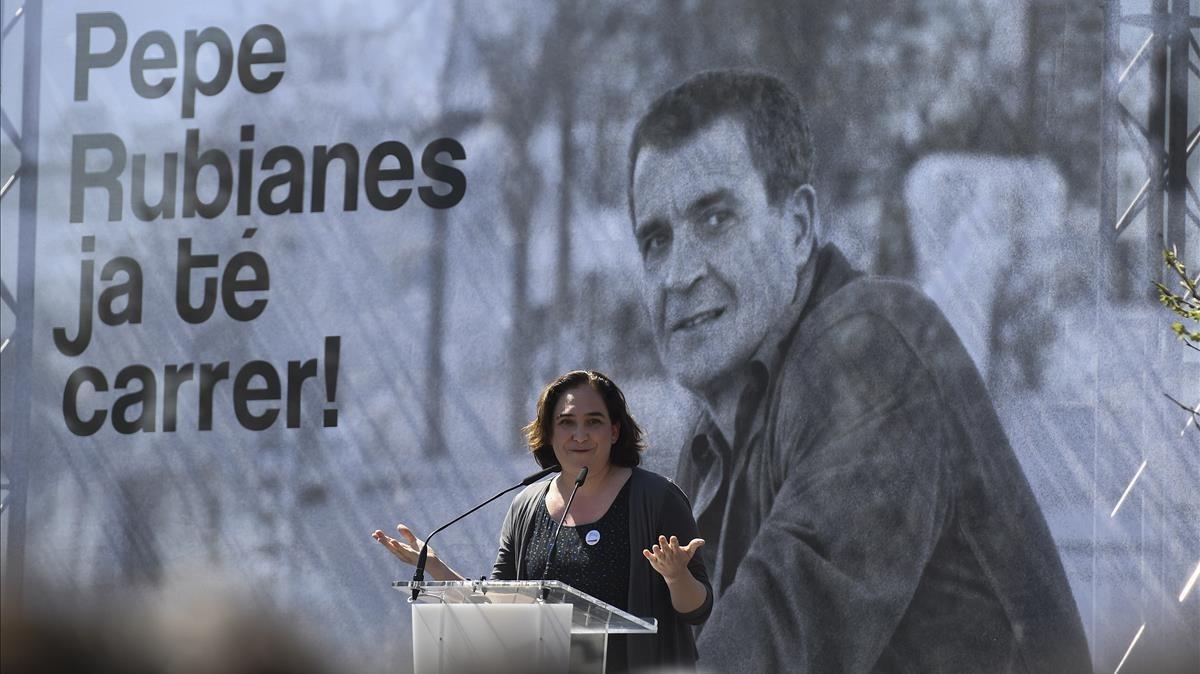"""El besnet de l'almirall Cervera censura la """"incultura"""" de Colau"""