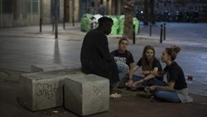 """Arrels reclama priorizar los espacios de """"baja exigencia"""" para personas sin hogar"""