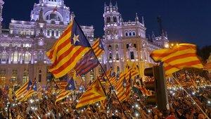 El sobiranisme tenyeix Madrid de groc contra el judici al procés