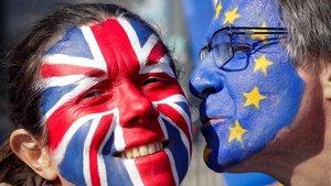 Els euroescèptics es mobilitzen a favor de l'acord de May per evitar el caos
