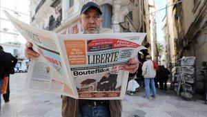 La dimissió de Bouteflika obre una etapa d'incertesa a Algèria