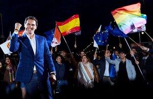 Albert Rivera muestra su euforia durante el acto en Barcelona.