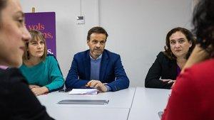 Asens y Colau siguen el escrutinio en la sede de Barcelona en Comú, este domingo.