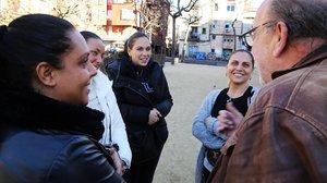 Belén, Àstrid, Noemí, Marina y Pepe, en la plaza Herenni.
