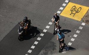 El cruce de la calle de València con Pau Claris.