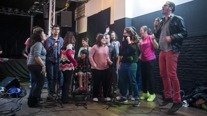 Ensayo del grupo Clams de cara a su concierto solidario en la sala Luz de Gas .