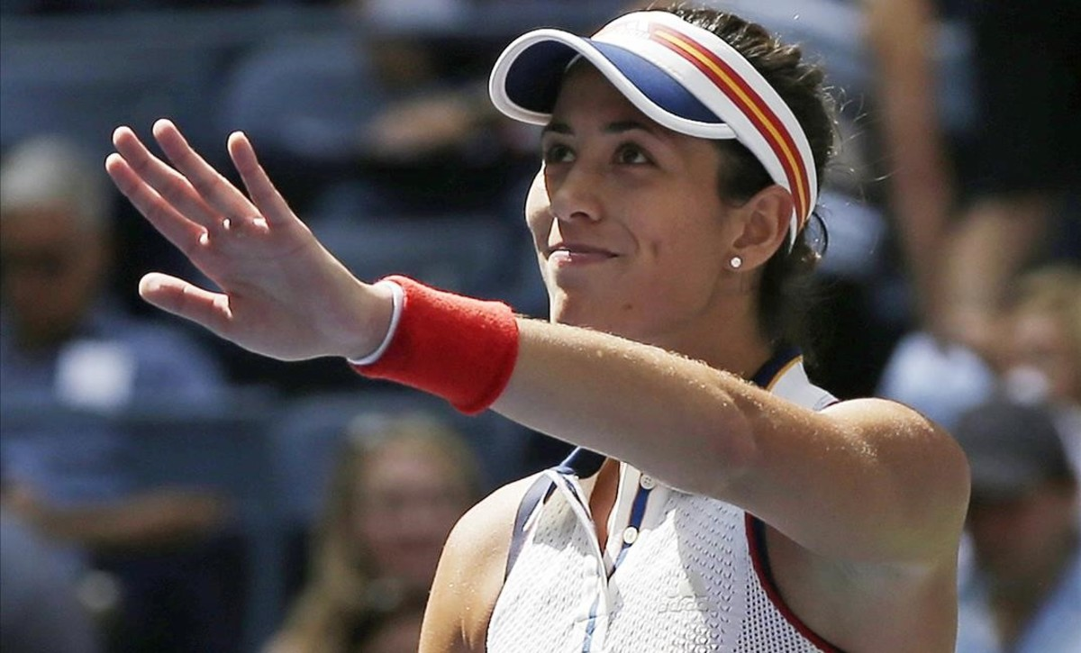 zentauroepp39844274 garbine muguruza of spain waves to spectators after defeat170906185716