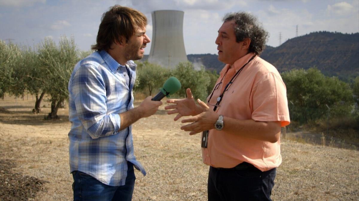 Quim Masferrer entrevista a un trabajador de la central de Ascó, en El foraster de TV-3