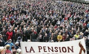 Aspecto de la multitudinaria manifestación de pensionistas que recorrió ayer las calles de Bilbao.