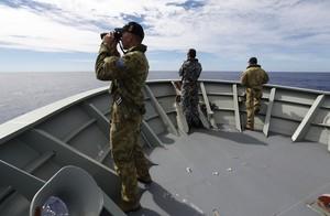 Militares australianos en la operación de búsqueda.