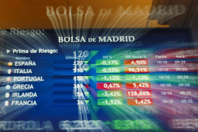 Panel de indicadores en la Bolsa de Madrid.