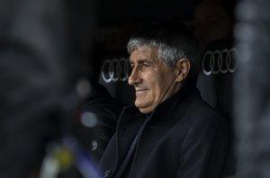 Quique Setién en el banquillo del Barça.