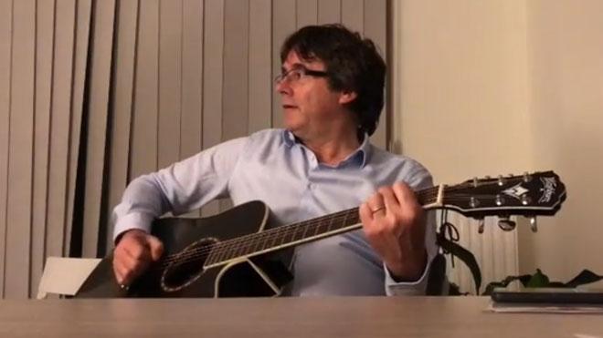 Puigdemont canta 'Carreteres, porteu-me a casa'