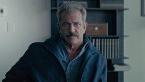 Mel Gibson vuelve a ser un policia en 'Dragged across concrete'.