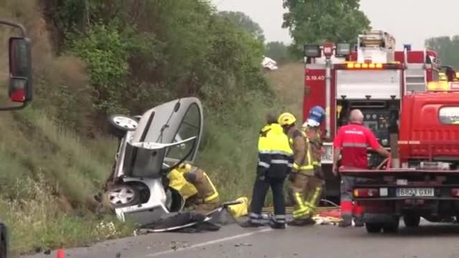Una mujer ha muerto este sábado en un accidente en el que se vieron involucrados tres vehículos en el kilómetro 151,5 de la C-12, en Corbins