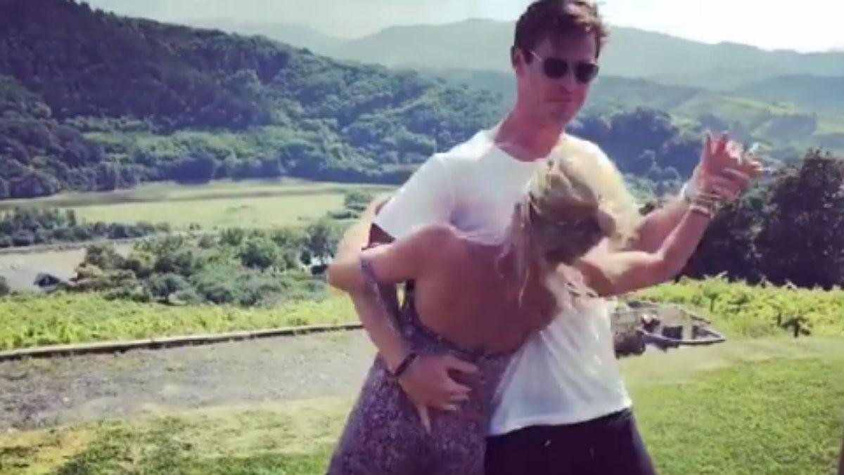 El actor australiano Chris Hemsworth baila el Despacito con su mujer, Elsa Pataky.