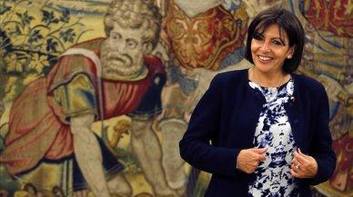 Anne Hidalgo abre el Ayuntamiento de París a los sintecho