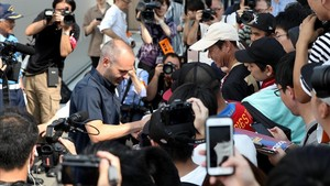 Iniesta llega a Japón con hambre de fútbol