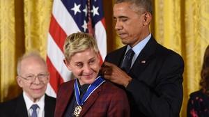 Barack Obama concede a la actriz y humorista Ellen DeGeneres la medalla de la Libertad.