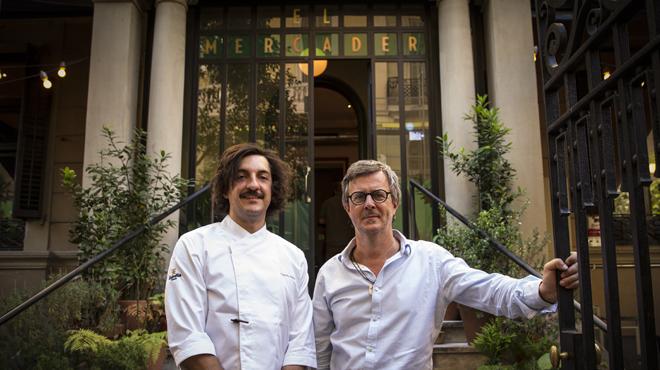 El 'chef' Gerard Sans, del restaurante El Mercader de l'Eixample, enseña sureceta de 'cap i pota'.
