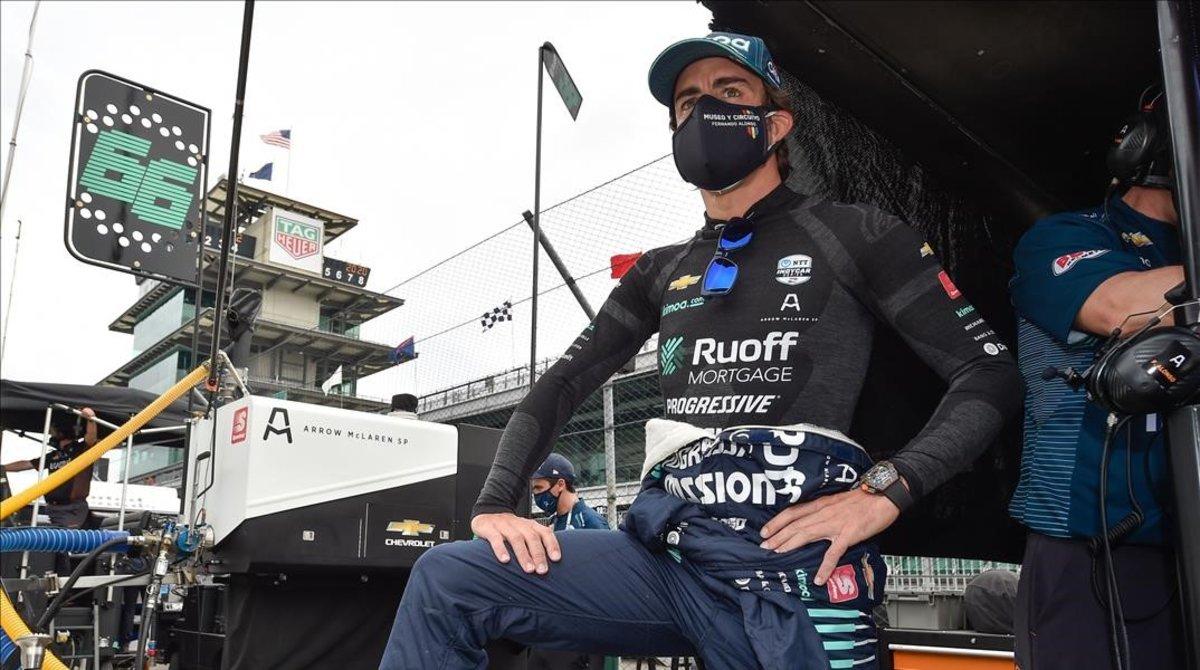 El bicampeón de F-1, Fernando Alonso, regresó ayer a los entrenamientos de las 500 Millas de Indianáplolis.