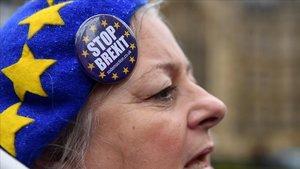 Unamanifestante en contra del brexit protesta ante el Parlamento en Londres este miércoles.