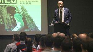 El 'conseller' de Interior, Miquel Buch, durante la presentación de los nuevos agentes de los Mossos