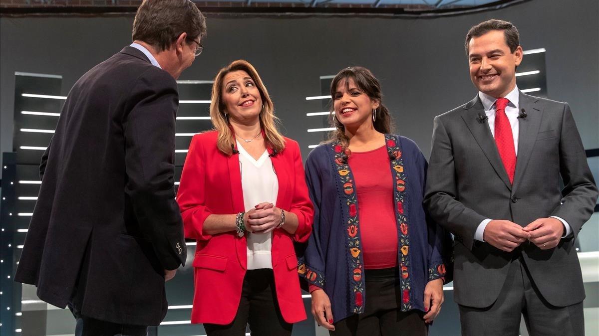El candidato de CsJuan Marín (de espaldas), junto a la socialista Susana Díaz, Teresa Rodríguez (Adelante Andalucía) y el aspirante popular Juan Manuel Moreno, en el debate electoral de TVE.