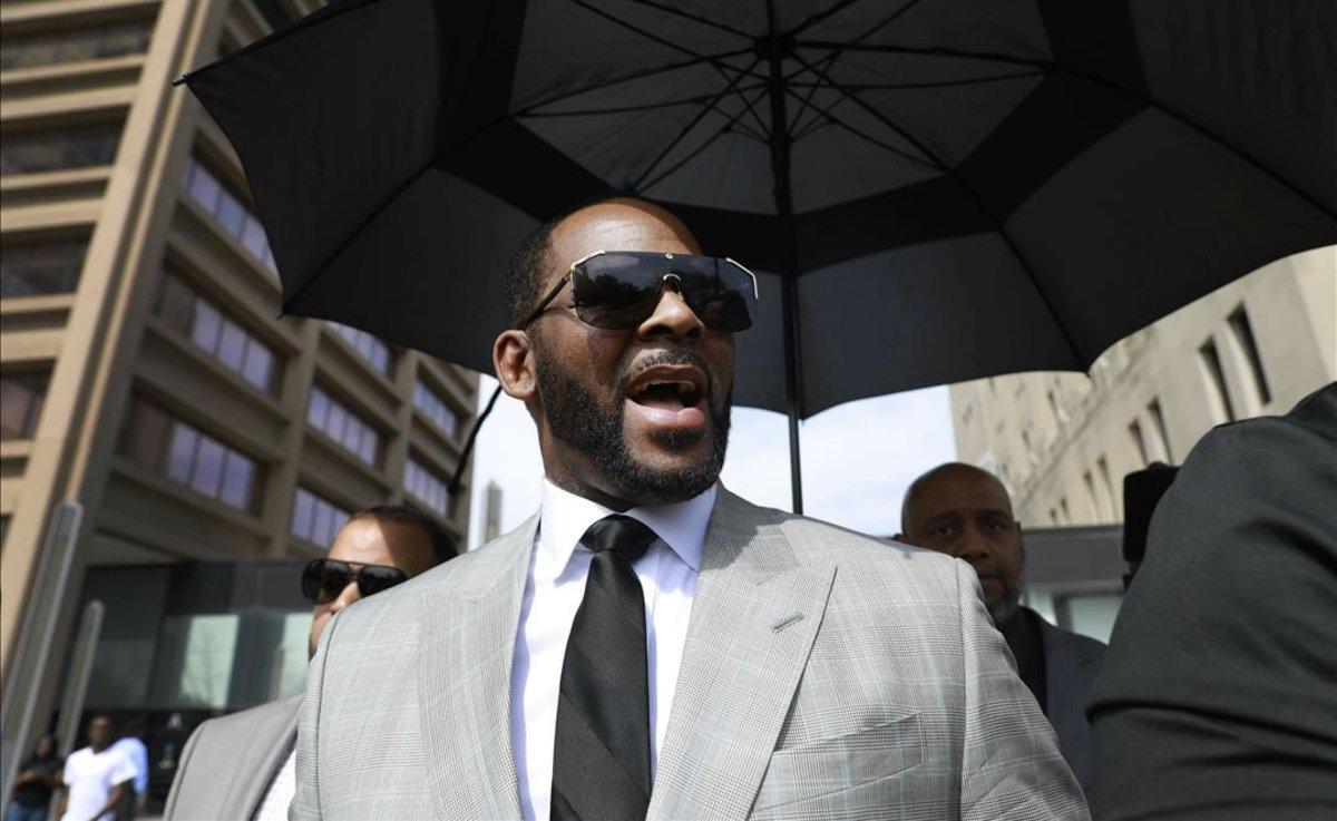 El cantante R. Kelly, arrestado en EEUU por abuso sexual de menores