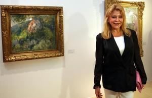 Carmen Thyssen, junto a un cuadro de Meifrén de su colección en una muestra temporal del Espai Thyssen.