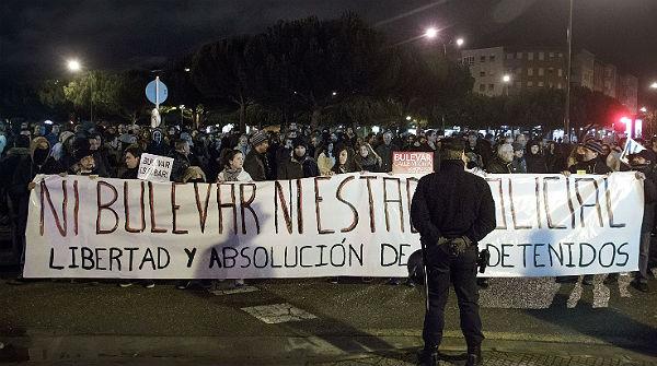 Cinquena nit de protestes al barri de Gamonal a Burgos.