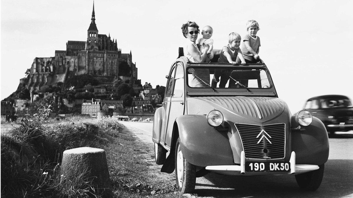 Un Citroën 2CV, un coche made in Spain.