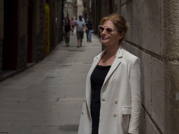 La coreógrafa Coco Comin, en la calle de Petritxol, donde estudió ballet cuando era joven.