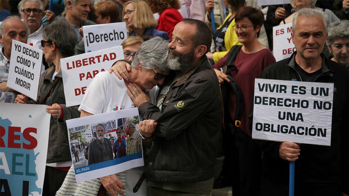 Concentración a favor de la eutanasia en el Congreso de los Diputados, el pasadomiércoles