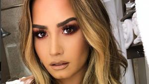 Demi Lovato, una biografia d'excessos, drogues i falta d'amor paternal