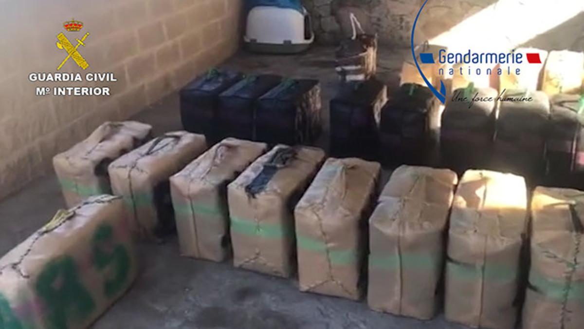 Desarticulada una organización criminal dedicada al robo de droga a otros narcotraficantes.