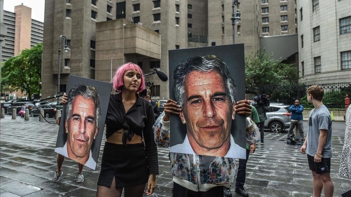 Protesta el pasado 8 de julio frente a la cárcel de Nueva York donde estaba detenidoJeffrey Epstein.