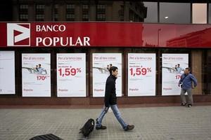 Fachada de una oficina del Banco Popular del paseo de Gràcia de Barcelona.