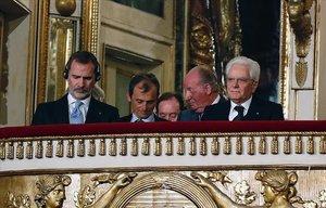 Felipe y Juan Carlos, con el presidente Mattarella.