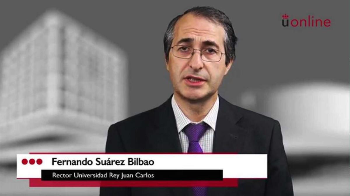 Fernando Suárez Bilbao, rector de la Universidad Rey Juan Carlos, en un vídeo promocional de los cursos online de la universidad.