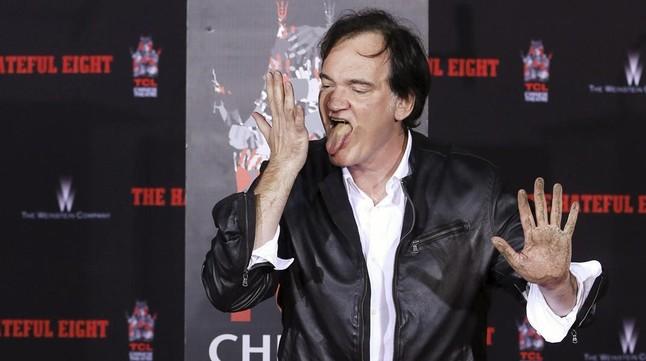 Quentin Tarantino, tras dejar la huella de sus manos en el Teatro Chino de Los Ángeles.