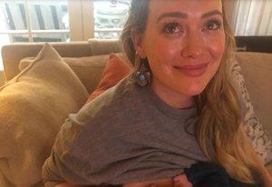 La dura experiència d'Hilary Duff amb la lactància: «He plorat molt, he estat deprimida»