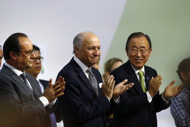 Hollande, Fabius i Ban Ki-moon, en la presentació de la proposta dacord de la cimera del clima de París.