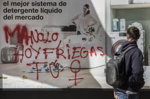 Pintada a favor de la huelga feminista del 8 de marzo en Valencia.