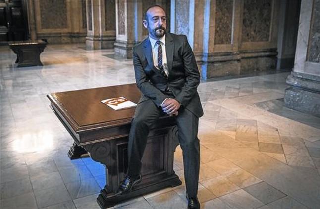 Jordi Cañas, en los pasillos del Parlament, cuando era diputado.